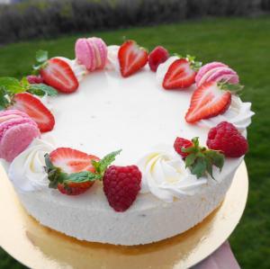 Syrlig Tårta med Passion och Vanilj